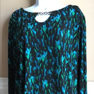 Dana Buchanan pullover printed top.